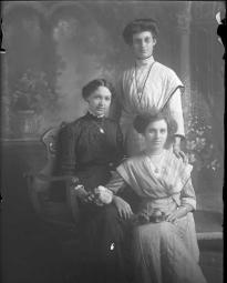CH085 Mademoiselle Girouard et ses soeurs, 1912.