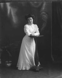 CH085/001/002/1318 Femme inconnue, vers 1905-1915.