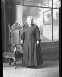 CH085 Mme J.N. Dubrulé de la E.T. Corset, vers 1919-1920.