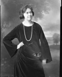 CH085 Mademoiselle Benoit mariée à O. Robert, 1919.