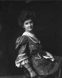 CH085/001/002/1329 Femme inconnue, 1905-1915.