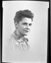 CH085 Mademoiselle Chartier, 1939.