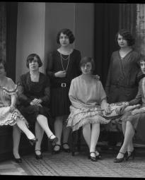 CH085 Groupe de femmes inconnues, 1929.
