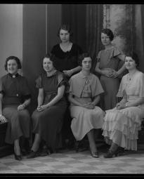 CH085 Groupe de femmes de l'usine Penmans, 1933.