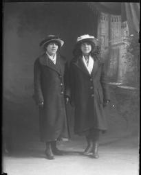 CH085 L'une d'entre elles se nomme Anne-Marie Cordeau, 1913.