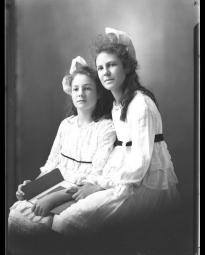 CH085 Mesdemoiselles Lavigne et St-Simon, vers 1919-1920.