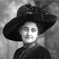 CH085 Femme inconnue à lunette avec chapeau, vers 1905.