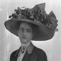 CH085/001/00/0014 Femme inconnue au chapeau de fleurs, 1905.