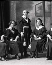 CH085 Groupe d'étudiantes, 1924.